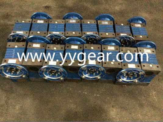 NMRV090 worm gearbox in cast iron housing ship to Malaysia